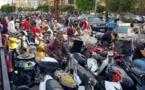 """""""أزمة الوقود"""".. عشرات اللبنانيين يصلون الجمعة بمحطة محروقات"""