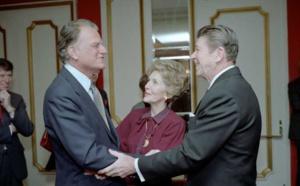 وفاة المبشر الأمريكي بيلي جراهام عن عمر يناهز 99 عاما