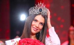 """تجريد """" الحسناء الكاذبة """" ملكة جمال روسيا من اللقب"""