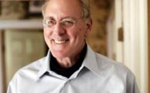 """وفاة ونستون جروم مؤلف """"فورست جامب"""" عن 77 عاما"""