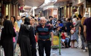 دراسة تركية تكشف عن آراء متناقضة بين الأتراك تجاه قبول السوريين