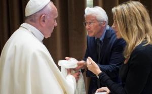 البابا فرنسيس يلتقي ريتشارد جير وجورج كلوني في الفاتيكان